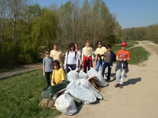 Waterway clean-up (Mosoni Danube River)