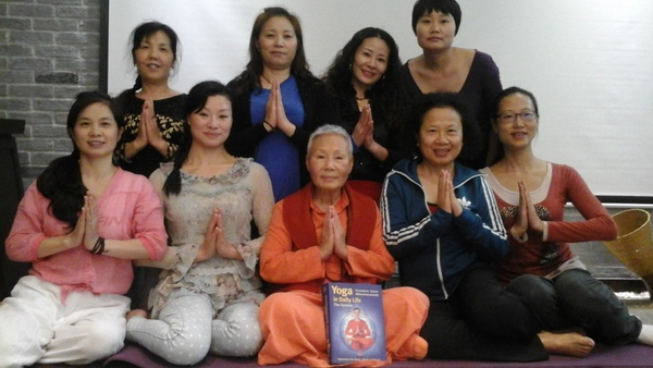 Sadhvi Daya Mata brings Yoga in Daily Life to China
