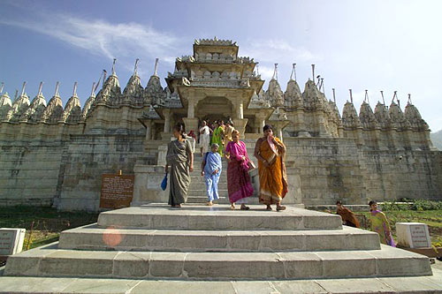 Visiting famous Jain temple in Ranakhpur (photo: Swami Chidanand)