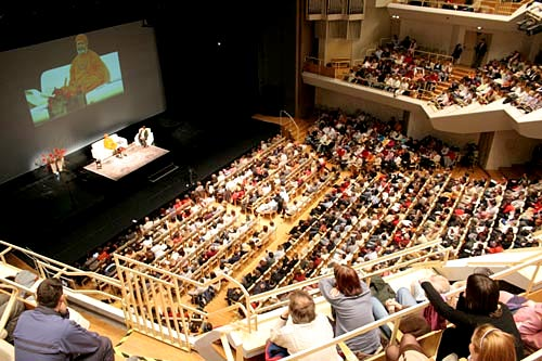 Swamiji fills the Gallus Hall in Slovenia's capital Ljubljana