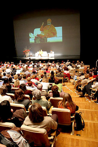 The renowned Gallus Hall in Ljubljana, seating about 1400 visitors, was filled up to the last place
