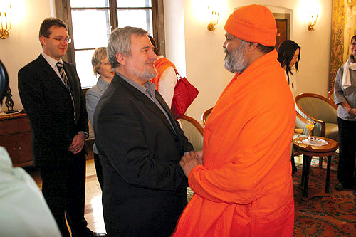 His Holiness Mahamandaleshwar Paramhans Swami Maheshwarananda with the Deputy Mayor of Ljubljana, Mr. Pavlica