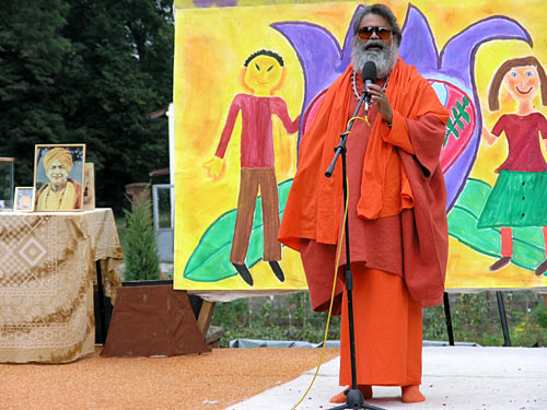 His Holiness Swamiji gave the closing speach