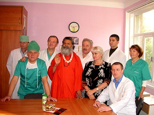 His Holiness Swamiji with the head doctor and his team from the Cherkasy City Hospital