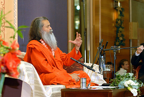 His Holiness Vishwaguruji lectures in Croatia
